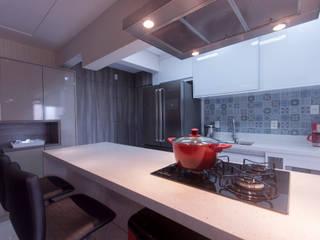 Apartamento compacto Vila Formosa - SP Haus Brasil Arquitetura e Interiores Cozinhas modernas