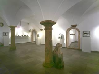 Dreijochige Renaissance-Halle wird Kunstgalerie:  Flur & Diele von Archwerk Morenz