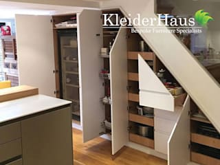 Made to Measure fitted Kitchen Under-Stairs unit Cuisine moderne par Kleiderhaus ltd Moderne