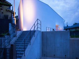 千里山の2世帯住宅 外観: 奥和田健建築設計事務所 okuwada architects officeが手掛けた家です。