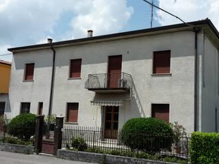 Adami|Zeni Ingegneria e Architettura Rustic style house Bricks Grey