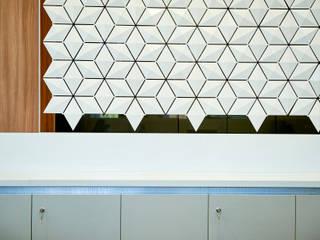 UNIQUE OFFICE FRONT DESK DESIGN: IMPRESS YOUR CLIENTS! de Bloomming Moderno
