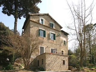 Rustic style house by Laura Pistoia architetto Rustic