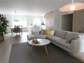 Modern Living Room by JO&CO interieur Modern