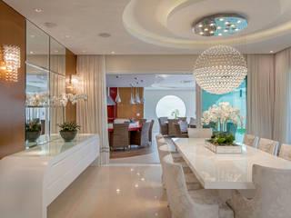Salle à manger moderne par Designer de Interiores e Paisagista Iara Kílaris Moderne