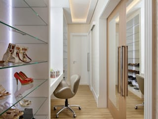 Modern style dressing rooms by Designer de Interiores e Paisagista Iara Kílaris Modern