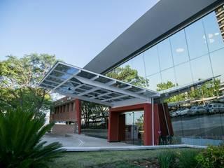 FACHADA INGRESO: Casas de estilo moderno por LOSADA ARQUITECTURA