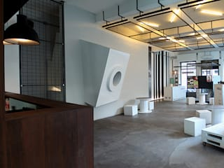 Bars & clubs de style  par diegogiovannenza|architetto, Industriel
