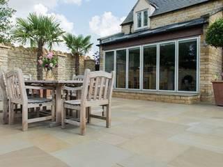 Exterior Limestone Floor Balcon, Veranda & Terrasse classiques par Lincolnshire Limestone Flooring Classique