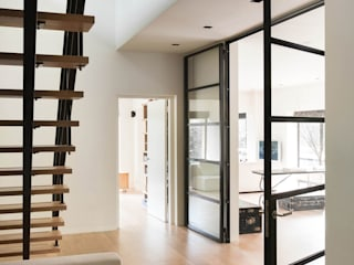 VASD interieur & architectuur Modern Corridor, Hallway and Staircase