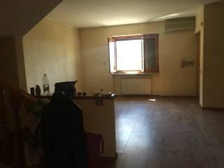 Ri -Arredo il soggiorno!: Soggiorno in stile  di Cioffi Ilaria Antonia , Classico