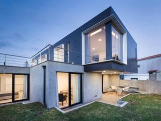 X/A Apartments Jardins minimalistas por Xavier Ávila arquitetos Minimalista