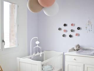 Chambre de bébé renovée Chambre d'enfant classique par Mes Petites Puces Classique