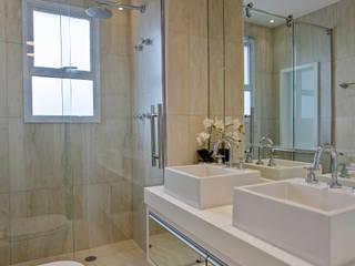 Designer de Interiores e Paisagista Iara Kílaris 現代浴室設計點子、靈感&圖片 大理石 Beige