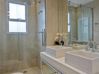 Designer de Interiores e Paisagista Iara Kílaris Modern style bathrooms Marble Beige