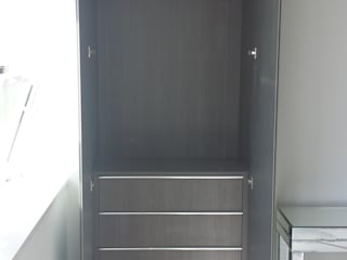 Fitted Hinged Door Wardrobes and Fitted Alcoves par Kleiderhaus ltd Moderne
