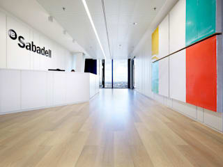 Silleria Verges S.A Office spaces & stores Wood