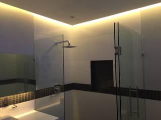 Salle de bain minimaliste par Síntesis Arquitectónica ® Minimaliste
