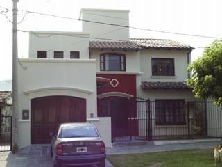 Vivienda unifamiliar: Casas de estilo  por Valy,Colonial