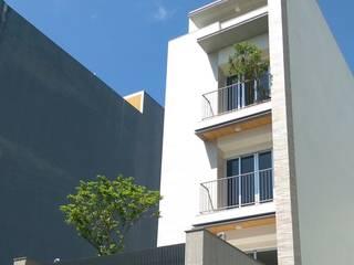 Casas modernas: Ideas, imágenes y decoración de 兆博建築 Moderno