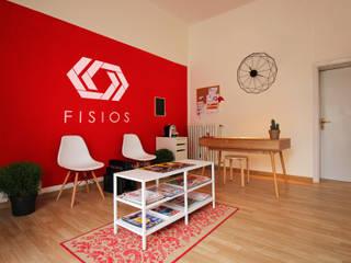 Fisios - Studio di Fisioterapia Ingresso, Corridoio & Scale in stile moderno di Arkinprogress Moderno