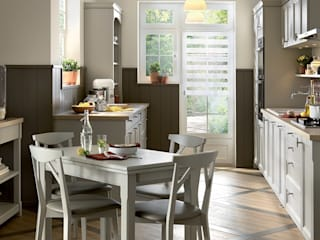 Shaker style small kitchen with dining table by Schmidt Schmidt Kitchens Barnet Kitchen Wood Grey