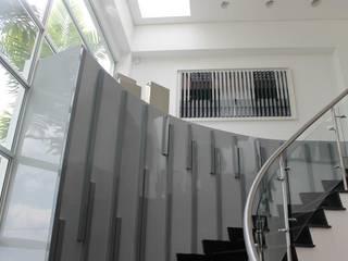 Corridor & hallway by IngeniARQ