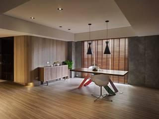 淡水許宅 现代客厅設計點子、靈感 & 圖片 根據 晨室空間設計有限公司 現代風