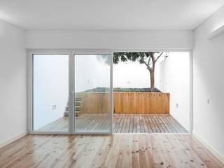 Sala - Jardim: Salas de estar  por Tiago Filipe Santos - Arquitetura