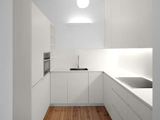 Cozinha: Cozinhas  por Tiago Filipe Santos - Arquitetura
