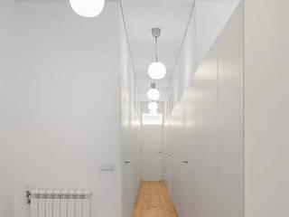 Corredor: Corredores e halls de entrada  por Tiago Filipe Santos - Arquitetura