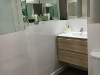 Baño moderno: Baños de estilo  de SAUCO DESIGN S.L.
