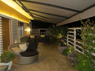 Terrazza in Roma Balcone, Veranda & Terrazza in stile moderno di Fabio Valente Studio di architettura e urbanistica Moderno