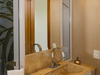 Projeto Residencial - Espaços práticos e funcionais: Banheiros  por mariaeunicearquitetura