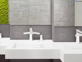 Nieduża umywalka z odpływem liniowym w warszawskiej galerii handlowej: styl , w kategorii Łazienka zaprojektowany przez Cristalstone,