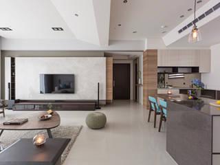 Wohnzimmer von 賀澤室內設計 HOZO_interior_design