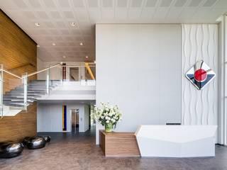 de Studio Simonetti Moderno Madera Acabado en madera