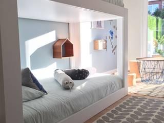 HABITACIÓN JUVENIL CUBO HARLEQUIN: Cojines y textiles: Dormitorios infantiles de estilo  de TocToc