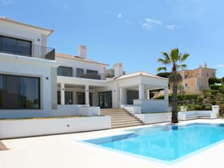 Classic style houses by atelierDensidades Classic