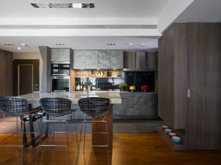 Modern dining room by 藻雅室內設計 Modern