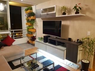 Departamento 87 m2 San Miguel - Lima: Sala multimedia de estilo  por Raúl Zamora,