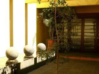 Casa SeV: Pasillos y recibidores de estilo  por Arq German Tirado S