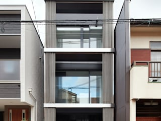 藤原・室 建築設計事務所 Modern Houses Metallic/Silver