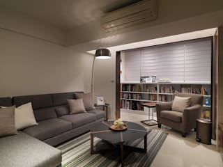 神設計!29坪4房2廳暢快人生 现代客厅設計點子、靈感 & 圖片 根據 大集國際室內裝修設計工程有限公司 現代風