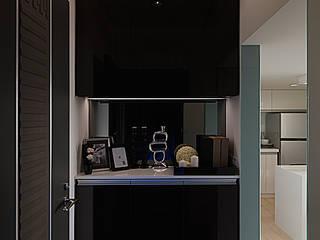 大集國際室內裝修設計工程有限公司 Modern corridor, hallway & stairs