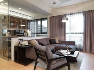 單身貴族的最愛~現代質感與創意機能滿分 现代客厅設計點子、靈感 & 圖片 根據 大集國際室內裝修設計工程有限公司 現代風