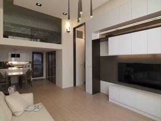 Ruang Keluarga oleh 大集國際室內裝修設計工程有限公司