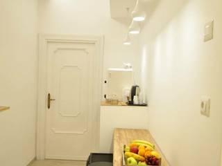 B&b in Rome-ROA Rooms of Art Ingresso, Corridoio & Scale in stile moderno di BB1 LABORATORIO DI ARCHITETTURA & DESIGN Moderno
