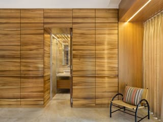 Apartment in the Western Suburban of Mumbai The design house Modern bathroom Wood Brown