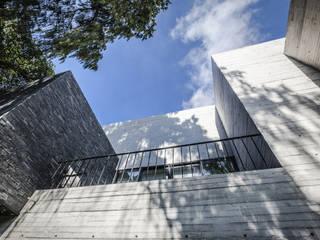 Casa F12: Casas de estilo  por Miguel de la Torre Arquitectos